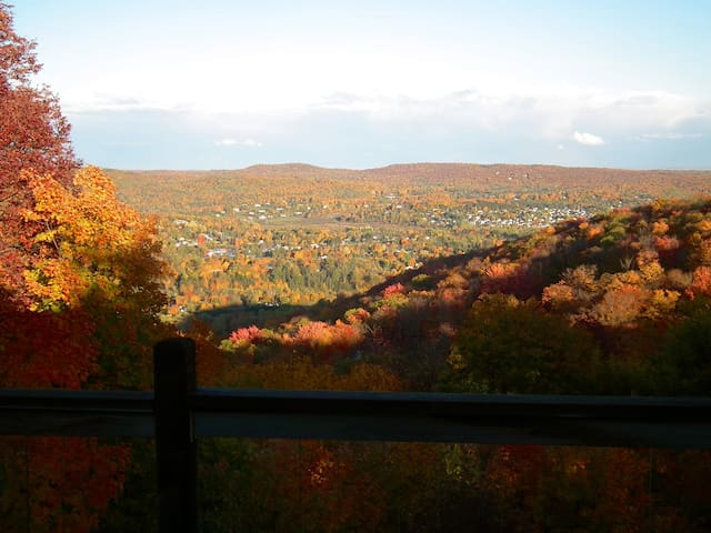 Spectacular views, an amazing home - Sainte-Anne-des-Lacs