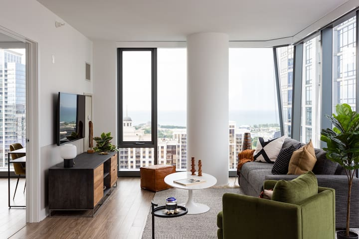 Domio I South Loop I Stylish 2 BR + Pool and Fitness Center