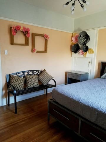 Private Queen Bed, Flower room 5...