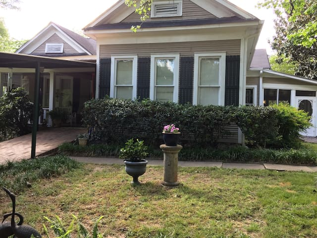 Historical one level farmhouse B&B - Birmingham - Bed & Breakfast