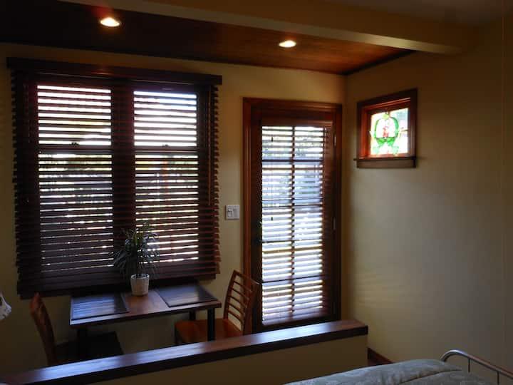 Heart of LA 1920s Estate Home Guest Suite,Backyard