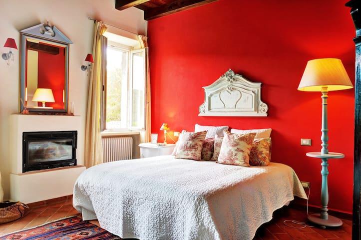 Canonico's Room - Canonica Templari - Piazzano - ที่พักพร้อมอาหารเช้า