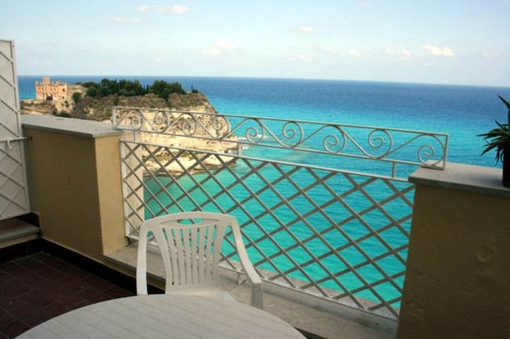 Seaview apartment-centre of Tropea - Tropea - House
