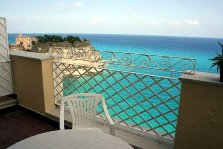 Seaview apartment-centre of Tropea