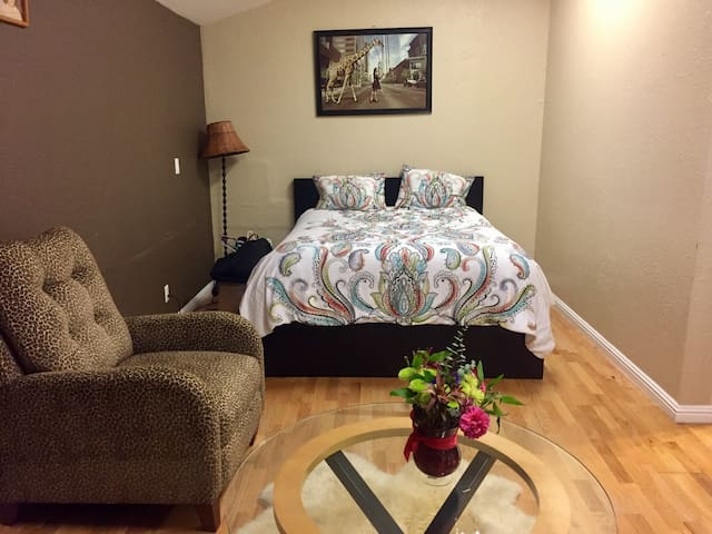 Private cozy room blocks from HQ - Menlo Park - Casa