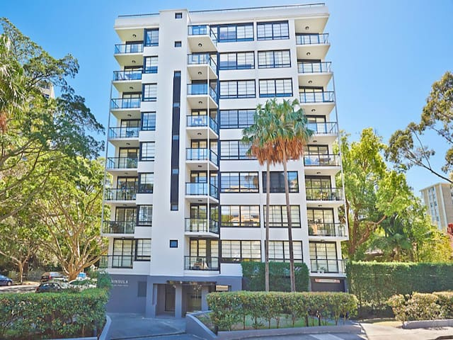 Stylish Darling Point Apartment