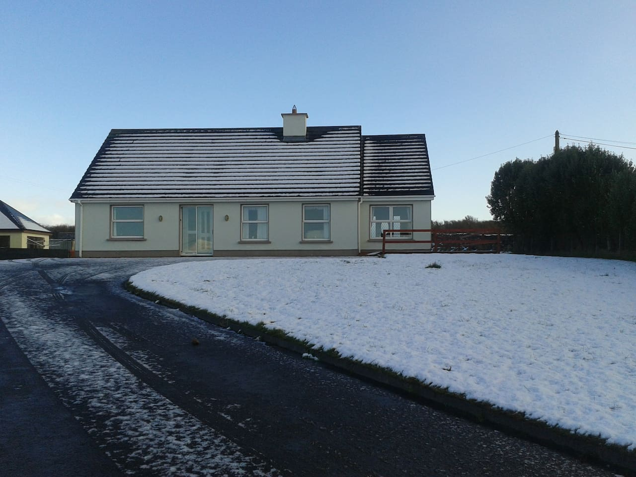It does snow in Ireland!