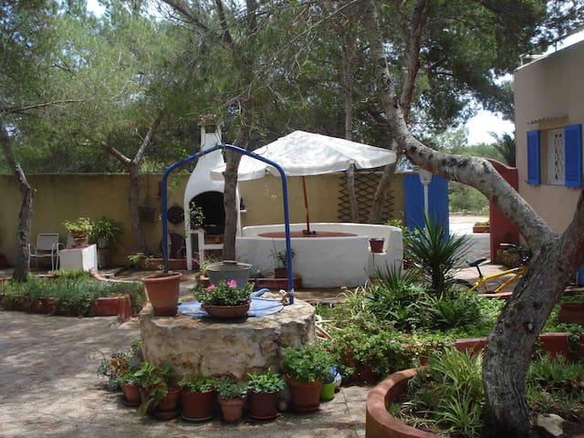 Casa rural con patio 200 mt del mar - Sant Ferran de ses Roques - Huis