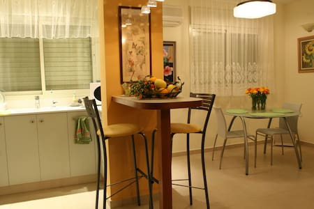 Family Bed & Breakfast in Rechovot - Beit Oved