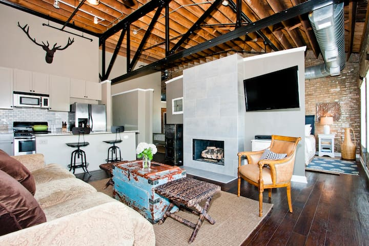 Handsome Loft on Madison Street  - Forest Park