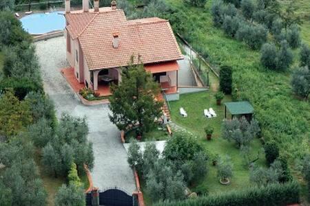 In the heart of Tuscany: Artimino - Artimino