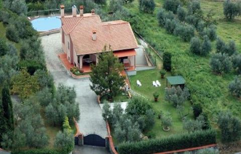 In the heart of Tuscany: Artimino