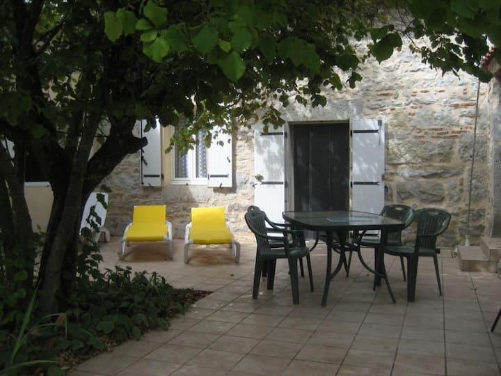 Gîte climatisé avec terrasse ombragée pour 5 pers