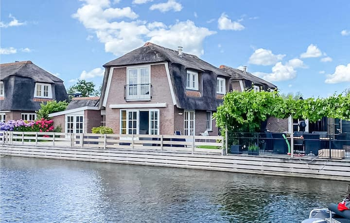 Stunning home in Breukelen with 3 Bedrooms and WiFi