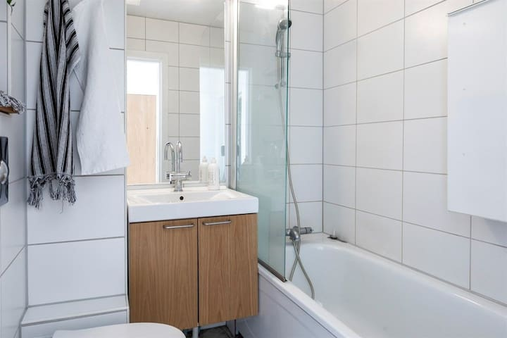Beautiful & bright penthouse home at Sagene