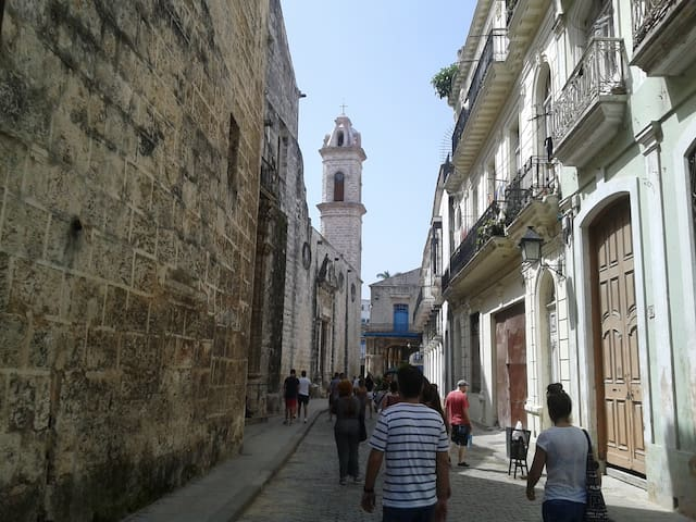 Guide of Havana.  Suggested by LaCasadeMima