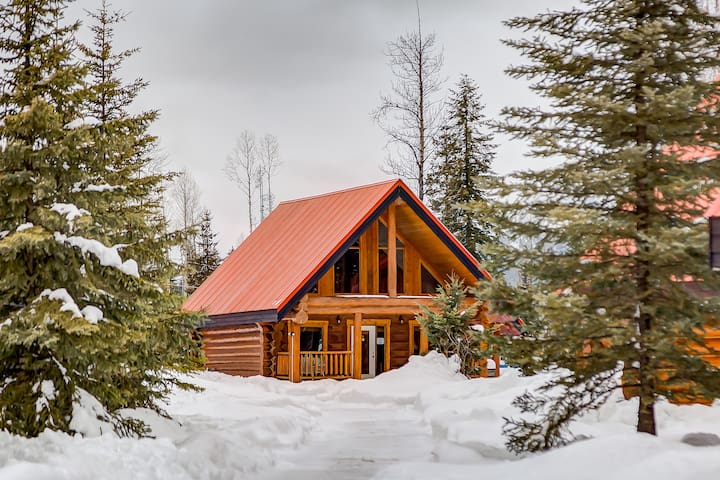 ☼★ Charming Rustic Cabin Perfect for Groups★☼
