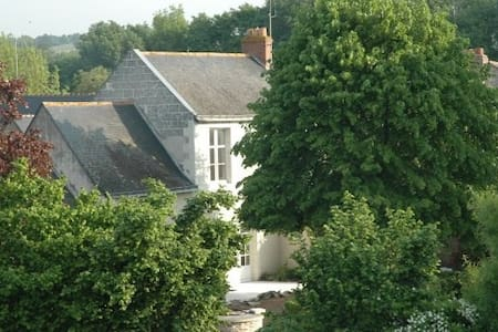 exceptionnal village on the Loire - Béhuard - บ้าน