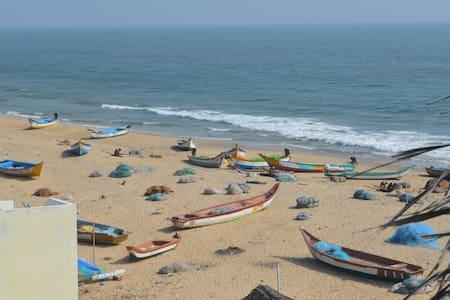 Home-stay Near the Beach - A/C-Free Wifi - Mahabalipuram