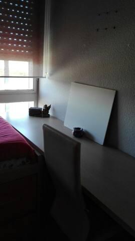 Habitaición que se alquila: escritorio