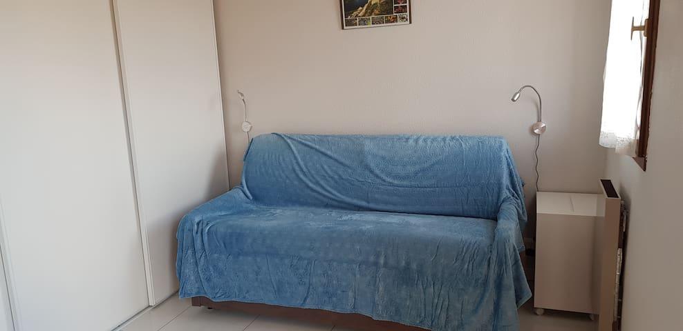 La chambre-salon toute neuve