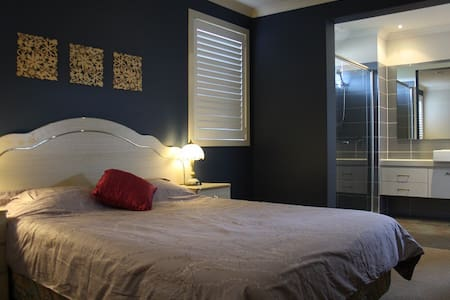Private EnSuite room4 in Point Cook - Point Cook - House