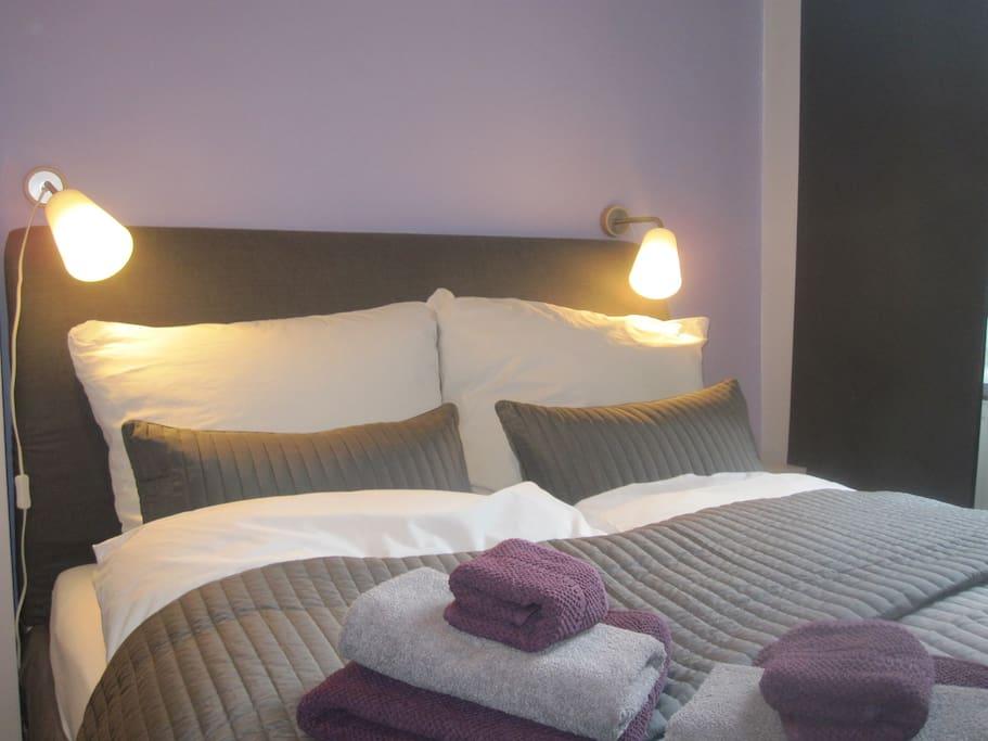 Bett, 140 cm breit