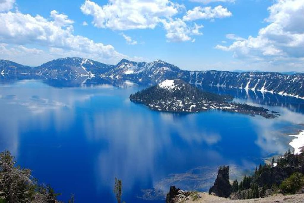 Just 45 min drive to Crater Lake! Beautiful drive past Klamath Lake too!