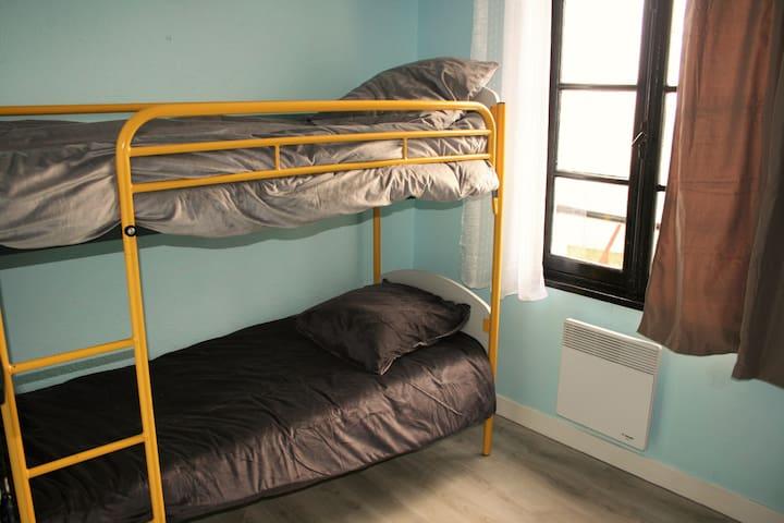 """Les Roches"" - Merry-sur-Yonne, Twin Bunk Room - Merry-sur-Yonne - Huis"