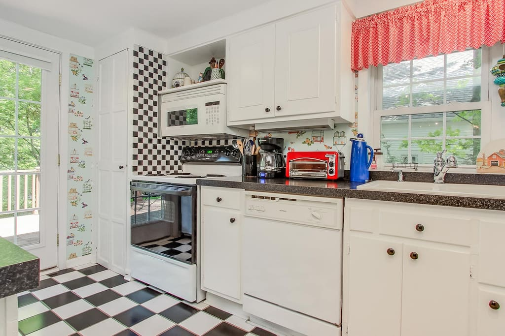 We challenge you to find a cuter kitchen.