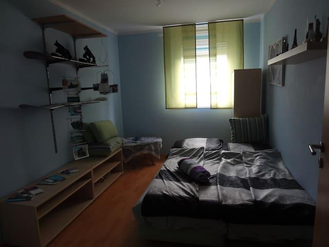 Gästezimmer, nahe Messe und Zentrum - Neurenberg - Appartement