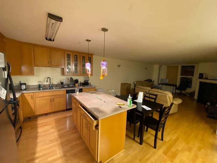 1 Bed in a huge apartment in the heart of mission!