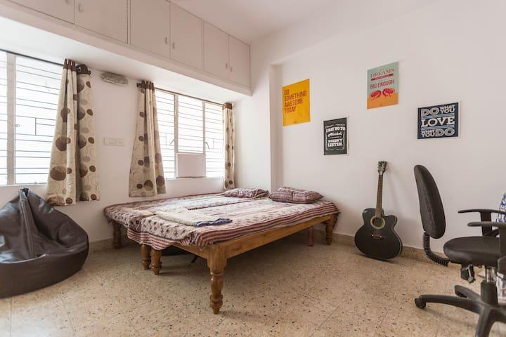 Room-Indiranagar(Heart of the city) - Bangalore - Appartement