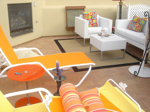 Third Floor cabana panoramic Mountain View. Fireplace. Barbecue grill. Water fountain.
