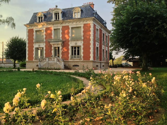 Chateau de La Chaix - Saint-Christophe-en-Brionnais - Bed & Breakfast