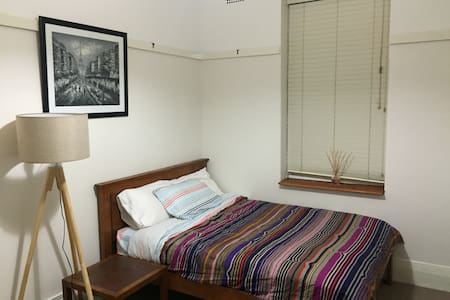 Near station and main street, local recomendations - Apartment