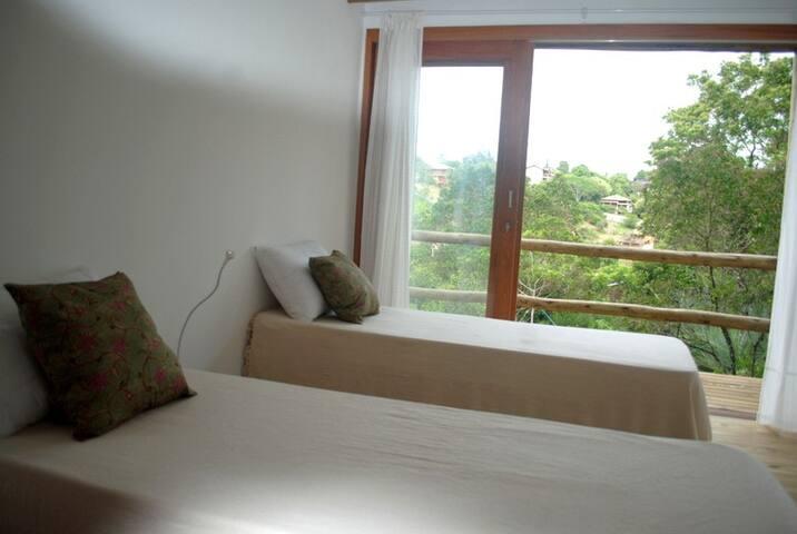 Quarto 2 com possibilidade de duas camas de solteiro ou cama de casal