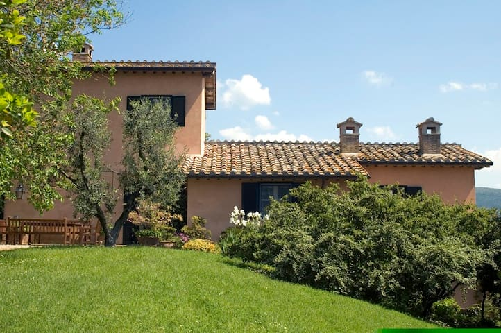 Charming Farmhouse on Umbrian Hills - Lugnano In Teverina - Villa