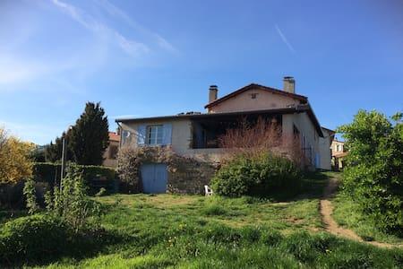 Chambres privées dans maison au calme - Saint-Didier-Sous-Riverie - Дом