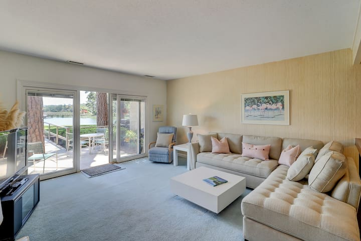 Tri-level townhome with beautiful water views - walk to the beach!