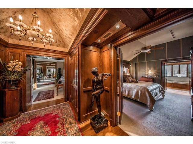Private Luxurious Country Club Penthouse - Canton - House