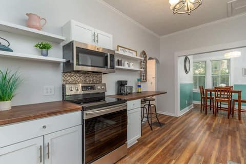 Gorgeous Victorian style home located downtown!