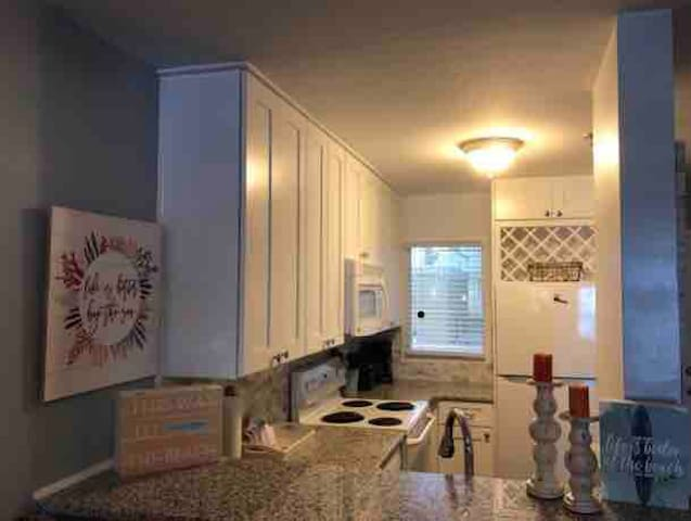 HOME AWAY FROM HOME! NEWLY RENOVATED KITCHEN!