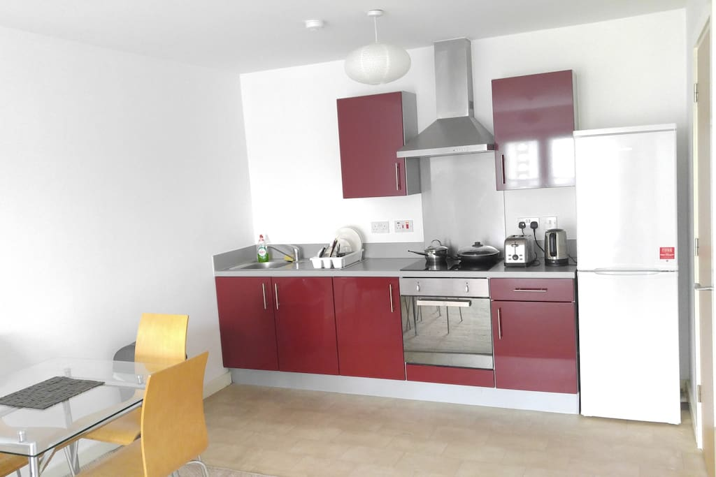 Fully equipped kitchen with oven, kettle, toaster, hob, rice cooker, fridge/freezer and all utensils.