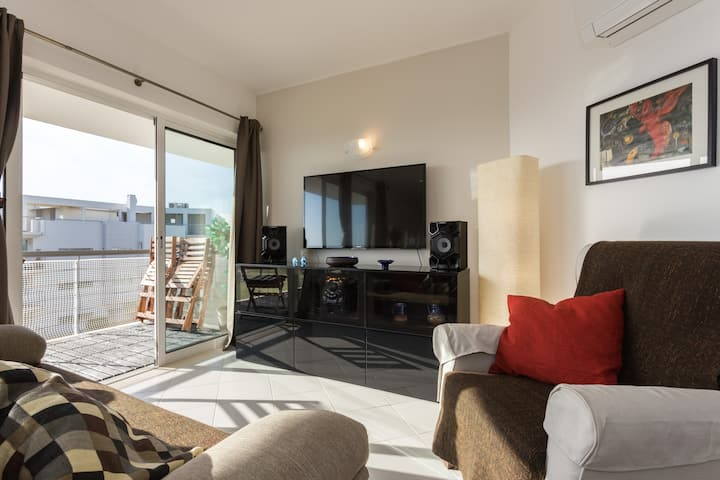 Fantastic 2-bedrooms apart. with sea view