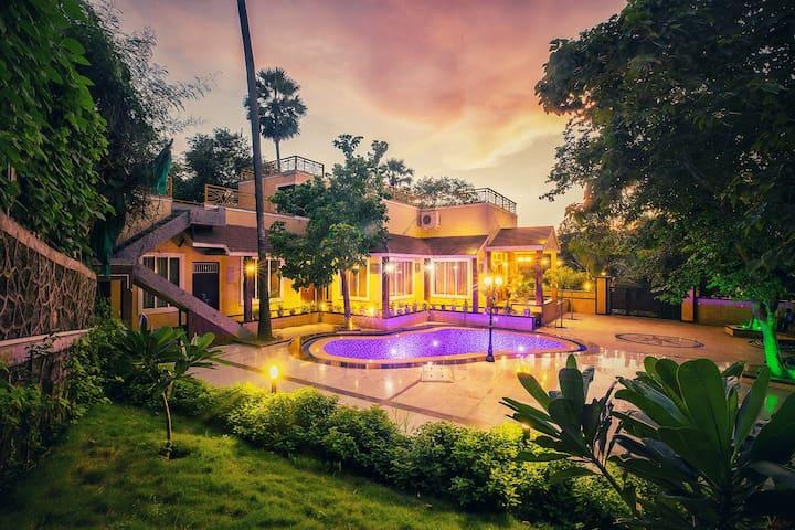 """Aashiyaanaa villa""""THE PALACE''"""