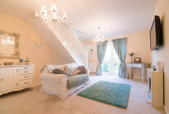 Comfy house close to Lymm Village