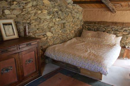 Chambres cosy en pleine montagne proche Tende - Tende - Doğa içinde pansiyon