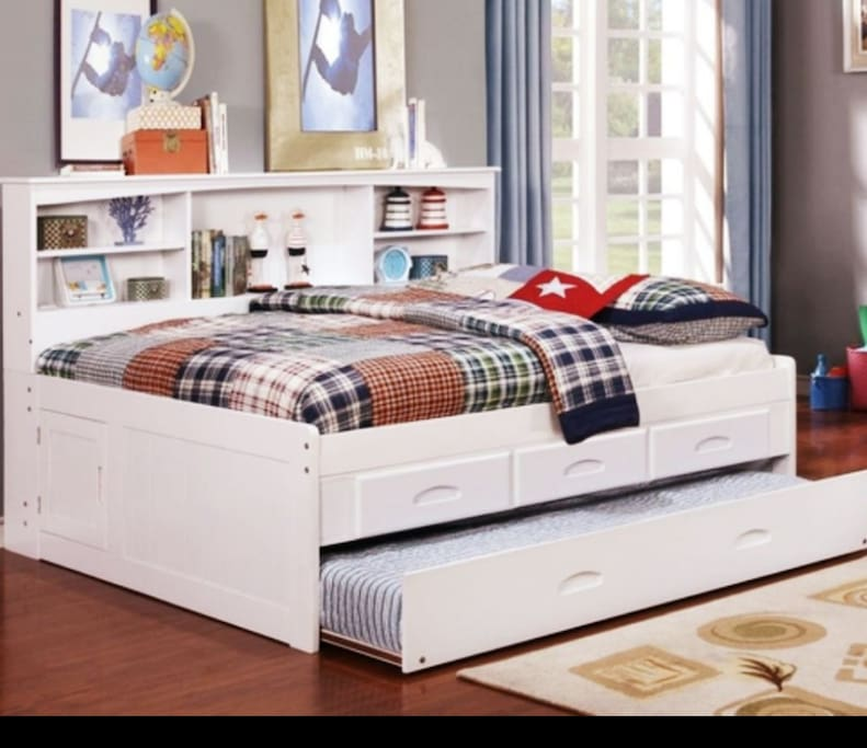 Bedset full upper level and twin bottom. Private bedroom