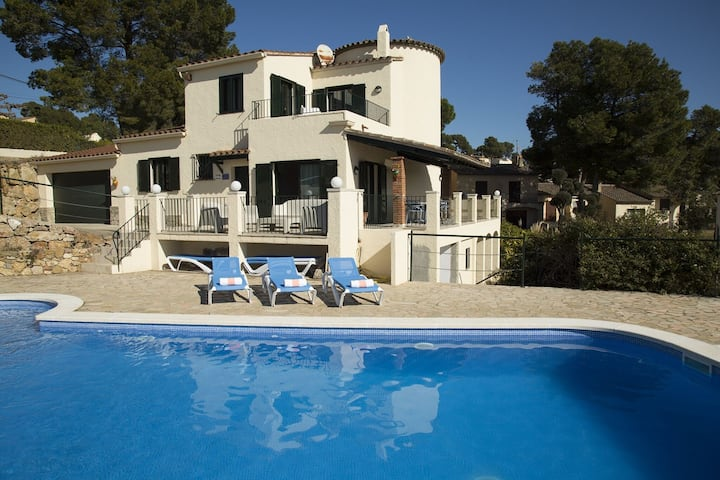 Pretty Holiday Home in l'Estartit with Private Swimming Pool